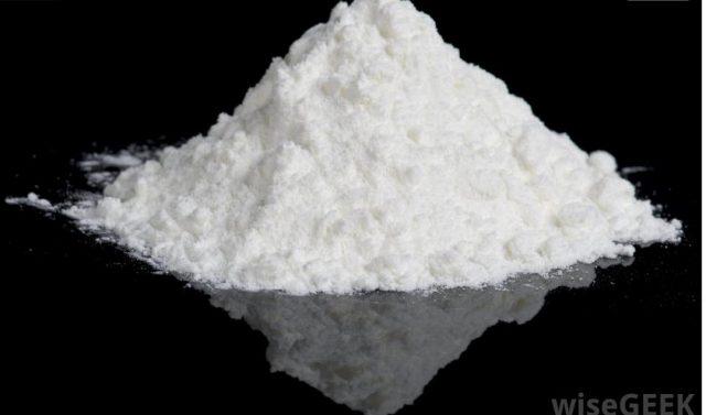 Titanium Oksida sering tersedia sebagai bubuk putih